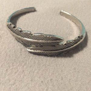 Silver double leaf bangle